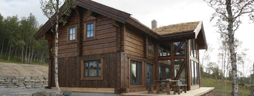 Laftet hytte med torvtak, bygget av Geilo Laft