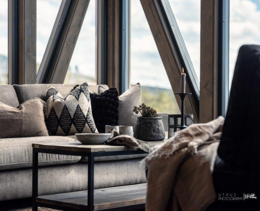 Stue interiør i kvalitetshytte bygget av Geilo Laft