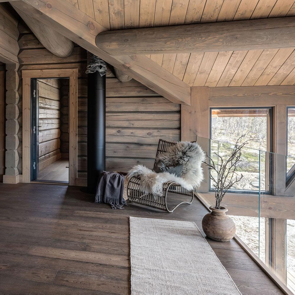 Interiør av loftstue i hytta bygget av Geilo Laft, fotografert av Pål Harald Uthus